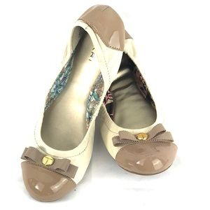 TAHARI GIBSON Leather ballet flats patent bow 6.5